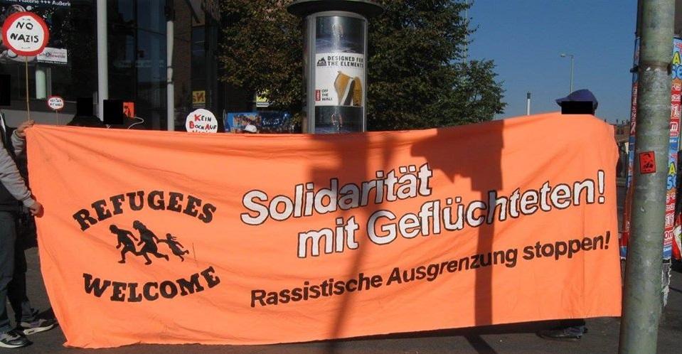 """Bild: Transparent Aufschrift """"Solidarität mit Geflüchteten"""""""